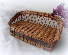 Плетение из газет Dog Furniture, Barbie Furniture, Miniature Furniture, Dollhouse Furniture, Burlap Crafts, Diy And Crafts, Rattan, Wicker, Paper Weaving