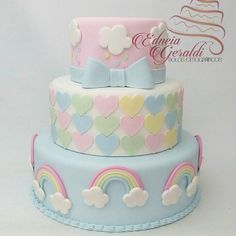 Bom dia! Bolo Cenográfico Chuva de Bênçãos #bolochuvadebencaos #boloarcoiris #cakefake #festachuvadebencaos #bololindo#edneiageraldi