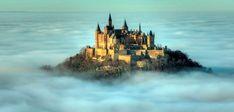 雲海に包まれる天空の城。ドイツの『ホーエンツォレルン城』