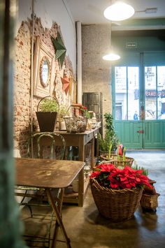 Il Tavolo Verde is an organic vegetarian café and antique shop close to Retiro Park (C/Villalar 6). Perfect for meeting up or sitting with a book. They're open from 10am until 7pm unless the globetrotting couple who run it are away hunting for more antiques.