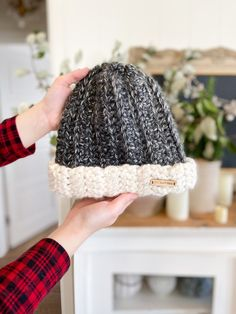 Two Toned Beanie: Free Easy Crochet Ribbed Beanie Pattern Scrap Yarn Crochet, Ribbed Crochet, Crochet Beanie Pattern, Easy Crochet, Free Crochet, Crochet Scarves, Crochet Designs, Crochet Patterns, Hat Patterns