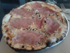 Pizza Mare e Terra (Capperi! / Barrio Italia / Santiago / Chile).