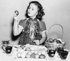 Shirley Temple dyes Easter eggs.