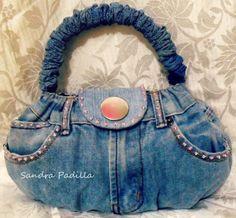 ¿Os gusta este bolso vaquero? Aprende a elaborarlo a partir de unos pantalones reciclados.