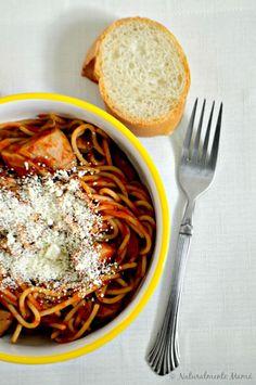 El amor de mamá entra por la cocina - Espaguetis con pollo y salsa de tomate picante  #BarillaLovesMoms #ad #receta