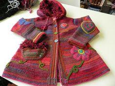 http://disfrutandoconelcrochet.blogspot.nl/2013/11/nuestros-abrigos-para-los-peques-de.html