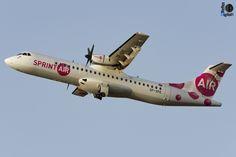 Primera visita a Tenerife Norte del ATR 72 de SprintAir, operando para Canaryfly en sustitución del EC-GRU, el cual en la fecha de la toma de la foto seguía parado por un siniestro en el que un vehículo colisionó con dicha aeronave arrancándole la puerta de acceso al pasaje y tripulación.