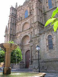 Fachada principal (en realidad, una vez terminada sería lateral) de la Catedral Nueva.