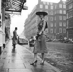 Black and White Vintage Photography: Take Photos Like A Pro With These Easy Tips – Black and White Photography Vintage Street Fashion, 1940s Fashion, Look Fashion, Irish Fashion, Vintage Mode, Vintage Shops, Vintage Black, Vintage Style, Retro Vintage
