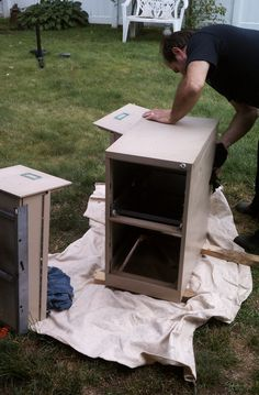 How to paint a metal filing cabinet. Might come in handy since my wooden one broke. :(