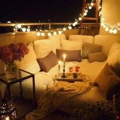 Auch wenn er nur mini ist: Ein Balkon ist eine echte Bereicherung für eine Wohnung! Gemütlich draußen frühstücken, nach Feierabend im Freien die Füße hochlegen...