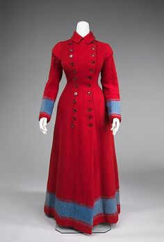 A boldly hued, timelessly lovely wool dressing gown hailing from circa 1885-90. #Victorian #fashion #red #dressing_gown #dress #1800s