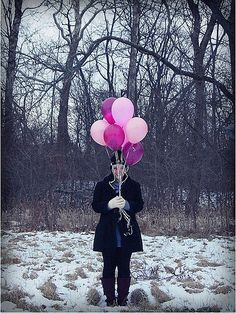 cute and cheap way to reveal baby gender. THe link for this does not work, but I like the idea in the pic. Siblings could hold the balloons also. Maternity Pictures, Pregnancy Photos, Baby Pictures, Baby Photos, Having A Baby Boy, Baby Boy Or Girl, Baby Kids, Gender Reveal Photos, First Time Parents