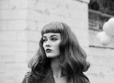 modern vintage, pin up style Gothic Hairstyles, Retro Hairstyles, Hairstyles With Bangs, Easy Hairstyles, Pinterest Design, Hollywood Stars, Vintage Bangs, Short Bangs, Big Bangs