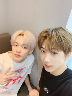 ,𝐲𝐞𝐬 Chenle si solois terkenal di pertemukan… # Random # amreading # books # wattpad Jisung Nct, Yang Yang, Nct 127, Ntc Dream, Nct Chenle, Blurry Pictures, Fandoms, Entertainment, Ji Sung
