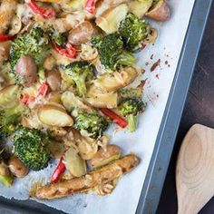 Aardappel Met Broccoli En Worst - Food And Drink 2 A Food, Good Food, Food And Drink, Yummy Food, Keto Recipes, Dinner Recipes, Healthy Recipes, Oven Dishes, Fabulous Foods