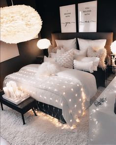 Room Ideas Bedroom, Small Room Bedroom, White Bedroom, Black Bedroom Walls, Bedroom Decor For Teen Girls Dream Rooms, Classy Bedroom Ideas, Bedroom Ideas For Women In Their 20s, White And Silver Bedroom, Modern Teen Bedrooms