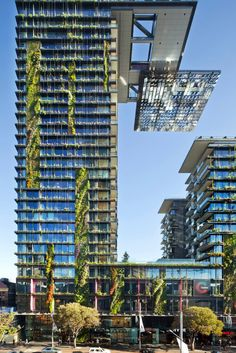 Patrick Blanc's tallest vertical garden ever, at Sydney's One Central Park by Ateliers Jean Nouvel and PTW Architects. Green Architecture, Sustainable Architecture, Beautiful Architecture, Landscape Architecture, Architecture Design, Jean Nouvel, Amazing Buildings, Modern Buildings, Central Park