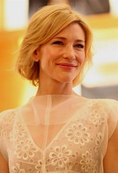 Cate Blanchett Bob Cate Blanchett wore her subtly layered bob with soft waves and side-swept bangs at the Louis Vuitton Maison Australia press conference. Cate Blanchett, Over 40 Hairstyles, Bob Hairstyles For Thick, Layered Hairstyles, Short Blonde Bobs, Blonde Bob Cuts, Hair Styles 2014, Hot Hair Styles, Bob Cuts For Women