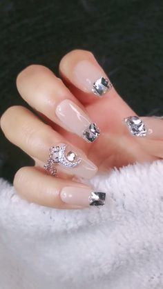 DIY Nail art designs that are actually very Easy. Nail art design needs to be attractive and fashion Ongles Bling Bling, Bling Nails, Diy Nails, Cute Nails, Pretty Nails, Nail Art Designs Videos, Diy Nail Designs, Pink Acrylic Nails, Rose Gold Nails