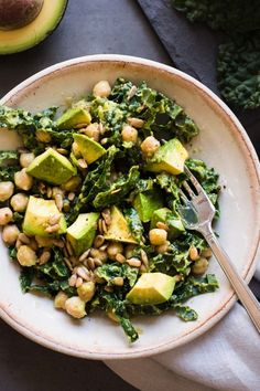 This Lemony, Kale, Avocado, and Chickpea Salad massages raw kale salad with avocado mash and a lemony dressing. Simple easy to customize for all eaters! Healthy Diet Recipes, Healthy Meal Prep, Raw Food Recipes, Healthy Eating, Cooking Recipes, Recipes Dinner, Steak Recipes, Turkey Recipes, Healthy Kids