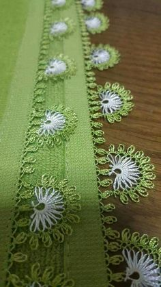 This Pin was discovered by HUZ Needle Tatting, Needle Lace, Needle And Thread, Filet Crochet, Crochet Trim, Knitting Socks, Baby Knitting, Sew In Body Wave, Crochet Unique