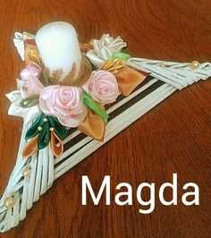 Papercrete, Newspaper Crafts, Paper Jewelry, Wicker, Diy, Wreaths, Table Decorations, Tableware, Flowers