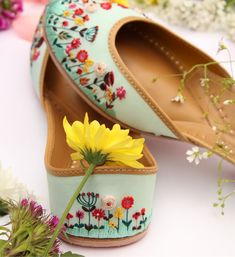 Needledust Juttis Launched Springfields, for Beautiful Summer Brides! Bridal Shoes, Wedding Shoes, New Shoes, Shoes Heels, Flats, Sandals, Shoe Makeover, Indian Shoes, Exclusive Shoes