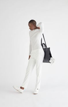 B.05 – SATCHEL  Soft satchel with lateral open-ended pocket to carry scarves and jackets.  La Débraillée
