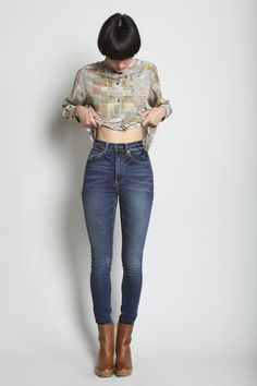 High waisted #jeans muted color graphic shirt