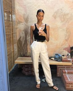 Are you looking for effortless minimalist outfit ideas to refresh your spring wardrobe? For no brainer easy mornings, we round up fifteen looks to get you inspired. Look Fashion, Fashion Outfits, Womens Fashion, Spring Summer Fashion, Spring Outfits, Winter Outfits, Minimalist Outfit, Estilo Hippy, Looks Black