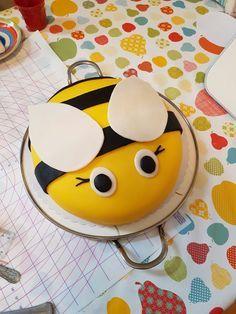 Meine Tochter hat sich eine Bienentorte gewünscht #torte #kinder # biene #kindergeburtstag #bienentorte