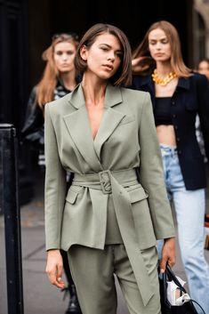 Street style : les plus beaux looks beauté aperçus à la Fashion Week de Paris - estilo casual - estilo urbano - estilo clasico - estilo natural - estilo boho - moda estilo - estilo femenino Fashion Weeks, La Fashion Week, Trend Fashion, Fashion Mode, Vogue Fashion, Fashion 2020, Look Fashion, Daily Fashion, Modern Fashion Style