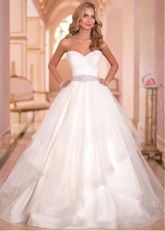 Charming Tulle Sweethart Neckline Natural Waistline Ball Gown Wedding Dress