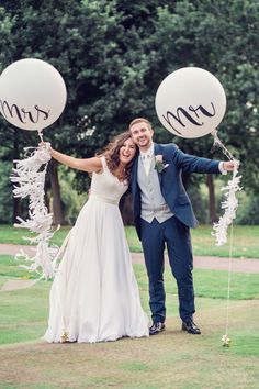 Incredible wedding installations at some of the world's most gorgeous wedding venues. Explore how balloons can help transform your big day. Wedding Balloon Decorations, Wedding Balloons, Decor Wedding, Wedding Venues, Wedding Ideas, Wedding Photoshoot, Wedding Pictures, Bubblegum Balloons, Wedding Gallery