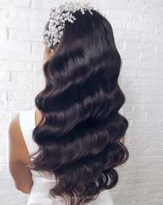 Hollywood rehearsal of a wedding look . Quince Hairstyles, Open Hairstyles, Veil Hairstyles, Wedding Hairstyles, Bridal Hair Updo, Wedding Hair And Makeup, Wedding Hair Accessories, Hair Makeup, Elegant Wedding Hair