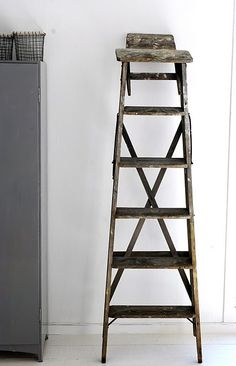 i love decorating with ladders.