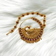 Uttarakhand is famous for its natural beauty and Uttarakhandi Comunity is famous for there Traditional Dress. Nose Jewelry, Jewelry Art, Jewelry Design, Fashion Jewelry, Gold Jewellery, Indian Wedding Jewelry, Bridal Jewelry, Indian Bridal, Diamond Mangalsutra