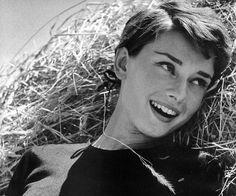 Un libro publicado por su hijo Luca Dotti, revela los más grandes secretos de la mujer más bella del cine, Audrey Hepburn.