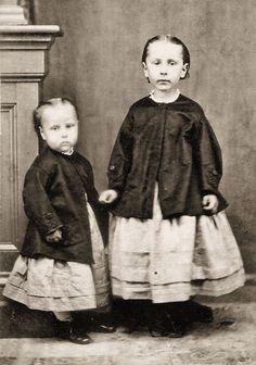 4 Prints Civil War Photos Young Girls, Little Sisters Vintage Photographs, Vintage Photos, Antique Photos, Historical Clothing, Historical Photos, Civil War Fashion, 19th Century Fashion, Civil War Photos, American Civil War