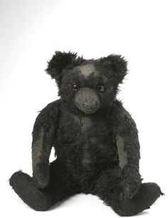 Blackie the teddy bear (England) ca. 1910 mohair (yes, it's a color picture) Black Teddy Bear, Old Teddy Bears, Antique Teddy Bears, My Teddy Bear, Bear Doll, Old Dolls, Antique Toys, Vintage Dolls, Pet Toys