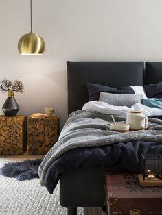 Schwarzer Kleiderschrank Verleiht Dem Schlafzimmer Eine Männliche Note |  Chambres Bleues | Pinterest | Bedrooms, Master Bedroom And Basements