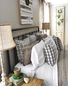 50 Cozy Farmhouse Master Bedroom Remodel Ideas - Home - Bedroom Decor Farmhouse Style Bedrooms, Farmhouse Master Bedroom, Cozy Bedroom, Home Decor Bedroom, Girls Bedroom, Modern Farmhouse, Bedroom Ideas, Bedroom Inspiration, Farmhouse Ideas