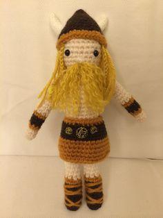Boneco de croche feito a mao com la acrilica e enchimento de fibra siliconada. Mede 20cm.