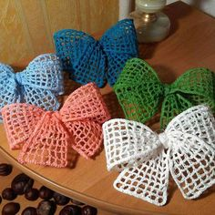 More bows …. # crochet decorations # crafts … – My CMS Crochet Bow Pattern, Crochet Flower Tutorial, Crochet Flower Patterns, Crochet Motif, Crochet Flowers, Crochet Butterfly, Crochet Leaves, Crochet Stitch, Bandeau Crochet