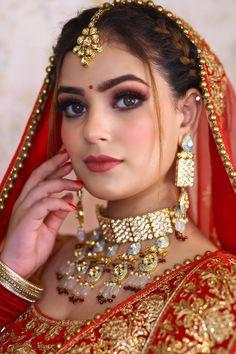 Bridal Makeup Images, Indian Bridal Makeup, Indian Bridal Wear, Wedding Dresses Men Indian, Wedding Dress Men, Beautiful Blonde Girl, Beautiful Bride, Green Hair Girl, Cute Romantic Pictures