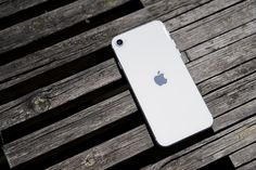 The incredible value of the iPhone SE in 5 simple charts Cheap Iphones, All Iphones, Best Iphone, Iphone Se, Face Id, Apple New, Iphone Models, Charts, The Incredibles
