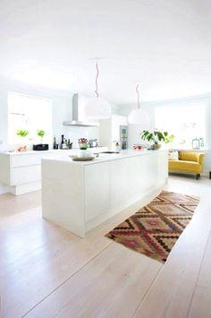 At home with designer Rikke Juhl Jensen - Boligmagasinet House Doctor, Modern Kitchen Design, Interior Design Kitchen, Interior Decorating, Decorating Tips, New Kitchen, Kitchen Decor, Kitchen White, Swedish Kitchen