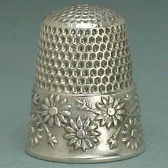 Antique Sterling Silver Daisies Thimble by Waite Thresher. Co., Circa 1890s