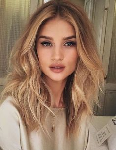 25 honey blonde hair color ideas that are just gorgeous new womens hairstyles Blonde Balayage blonde color Gorgeous Hair Hairstyles Honey Ideas womens Honey Blonde Hair Color, Brown Blonde Hair, Brunette Hair, Golden Blonde Hair, Blonde Ombre, Gold Blonde, Warm Blonde, Blonde Balayage Honey, Messy Blonde Hair